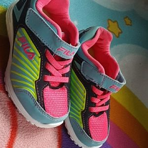 NWOT Fila girls shoes!